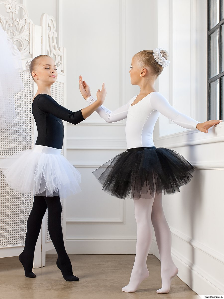 Танец на новый год с двумя девочками